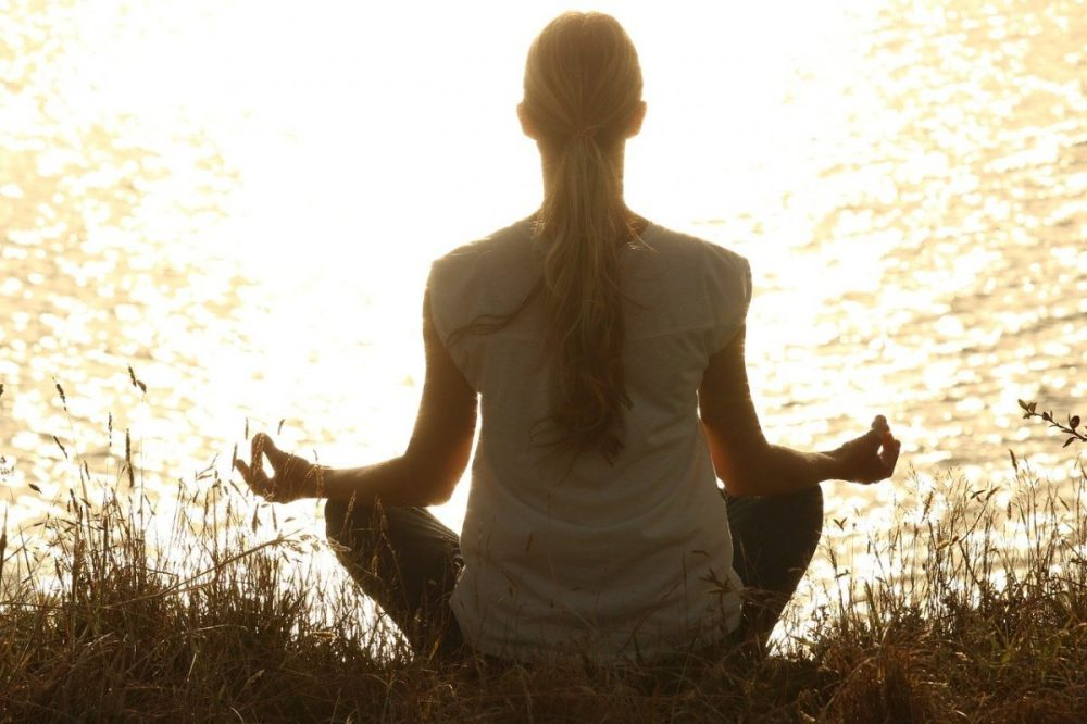 femme méditant