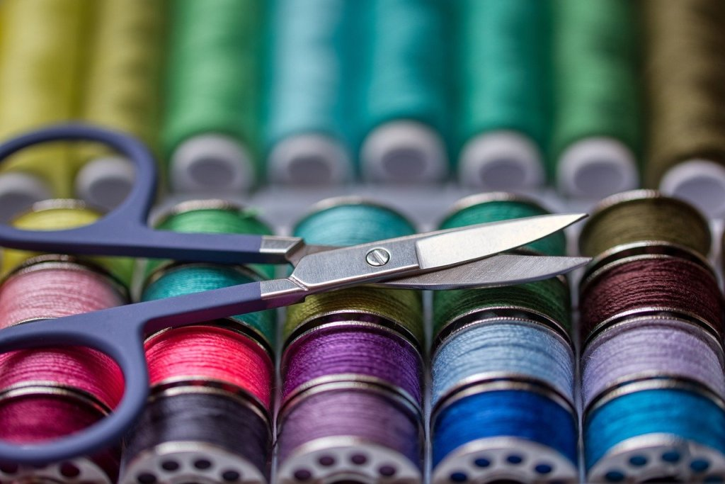 couture, astuce, bobines, ciseaux