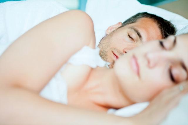 couple qui dort, sommeil