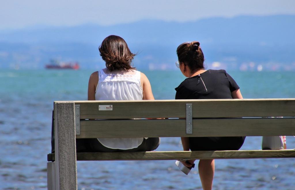 femmes face à la mer, relation