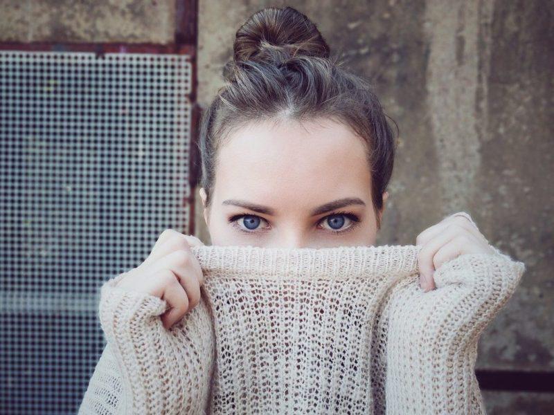 femme, tricot, col monté
